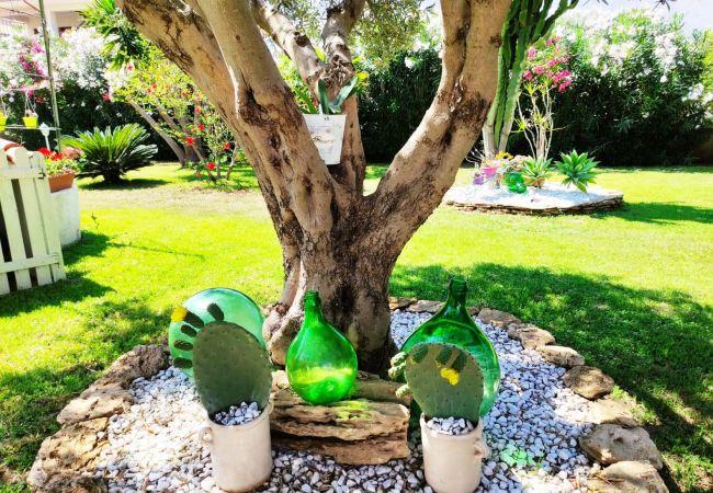 Appartamento a Isola di Capo Rizzuto - Accogliente casa vacanze a Capo Rizzuto con ampio giardino : Japigium Calipso