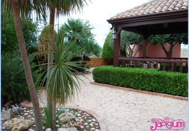 Villa a Isola di Capo Rizzuto -  JAPIGIUM VILLA ROSSA SELENO| AFFITTO CASE VACANZE CALABRIA