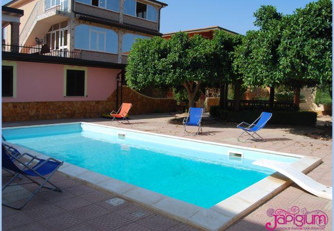 Villa a Isola di Capo Rizzuto -  VILLA ROSSA SELENO: AFFITTO CASE VACANZE CALABRIA