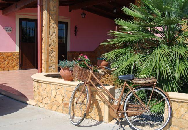 Affitto per camere a Isola di Capo Rizzuto - CAMERA GIRASOLE |TENUTA MADRE TERRA