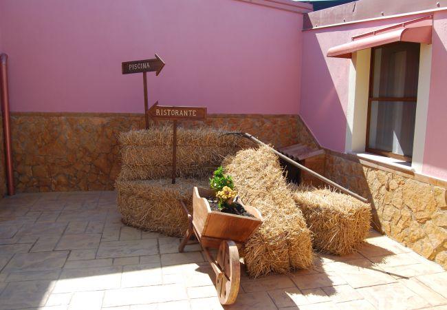 Affitto per camere a Isola di Capo Rizzuto - CAMERA GERBERA |TENUTA MADRE TERRA
