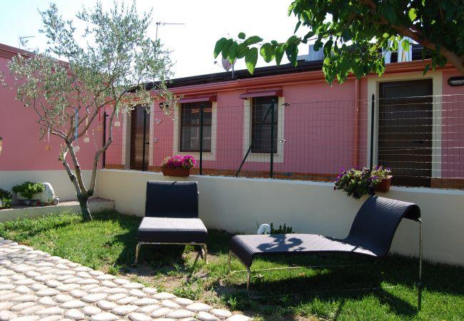 Affitto per camere a Isola di Capo Rizzuto - CAMERA ROSA ROSSA |TENUTA MADRE TERRA